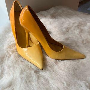 Yellow Ombré Pumps 💛